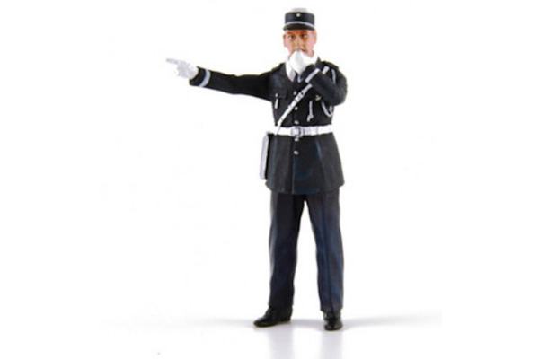 flm132055m-andre-police-officer-with-whistle